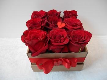 9 růží v krabičce