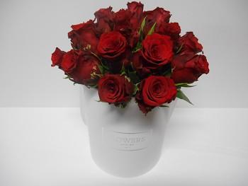 Elegatní box s 19 růžemi