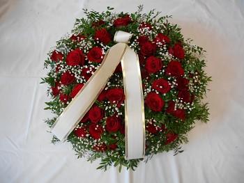 Věnec s růžemi
